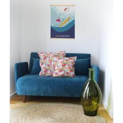 Collection Le Grand Dauphin - affiche et coussins sur canapé coloré